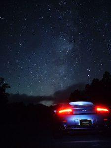 乗鞍高原の星空と車