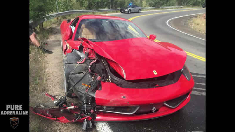 フェラーリ458イタリアが事故でクラッシュ